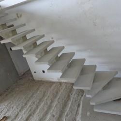 Escada de concreto l