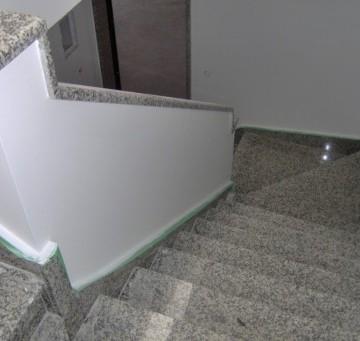 Revestimento de escada em granito