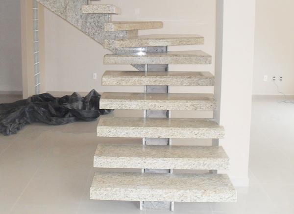 Revestimento de escada em mármore